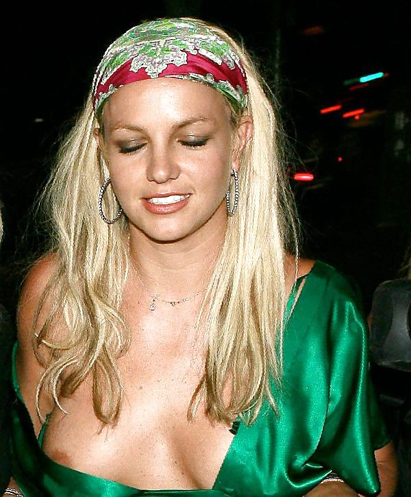 BRITNEY SPEARS UPSKIRTS AND NIP SLIPS