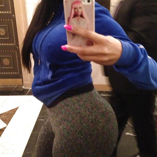Nicki Minaj Ass In Leggings & Legs (HQ)