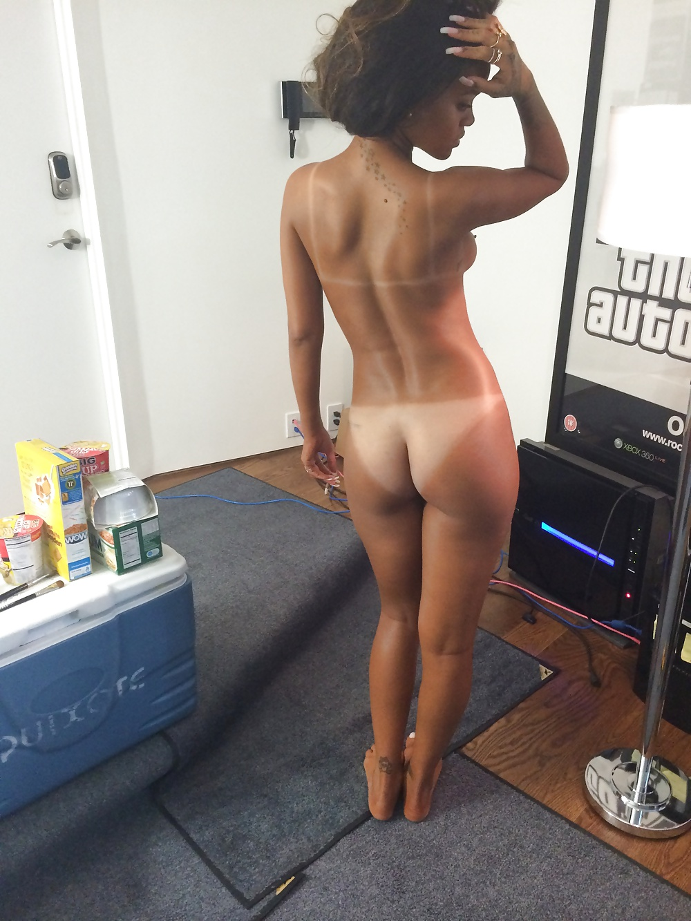 Rihanna Fantastic Boobs And Ass In A Sexy Topless Photoshoot