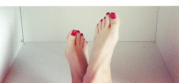Turkish Celebrity Mine Tugay Feet