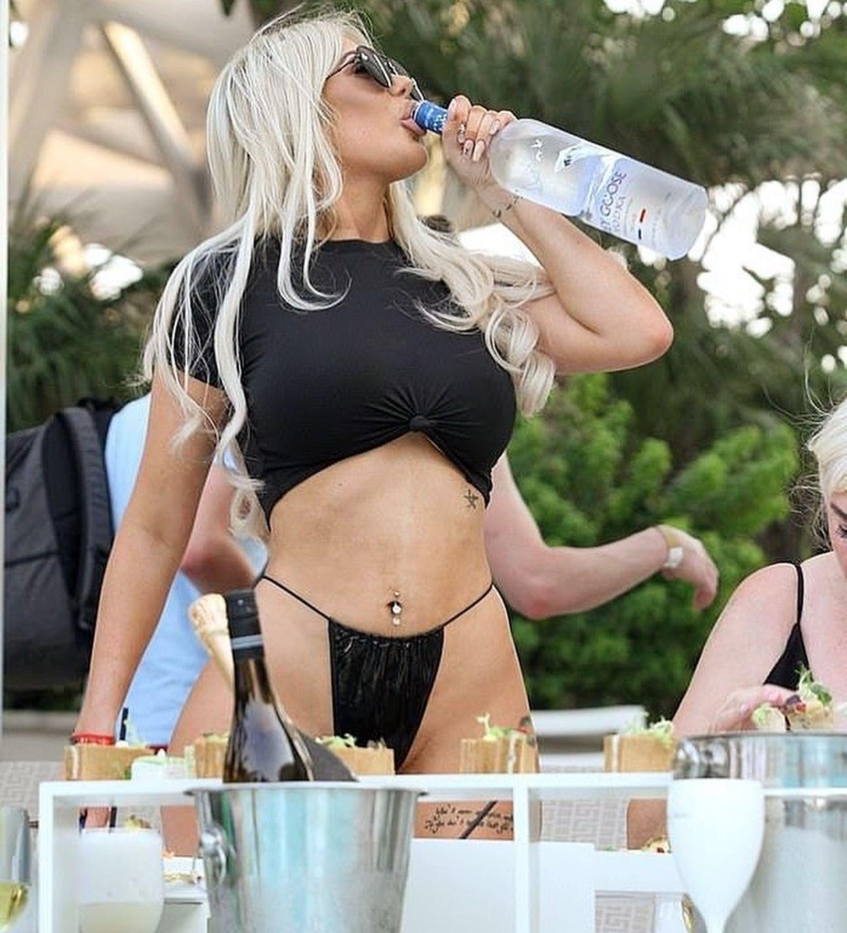 Ana Braga Desnuda chloe ferry sexy thong candids en dubai - celebs porno