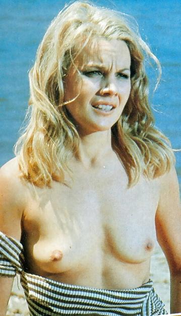 Julie Austin  nackt